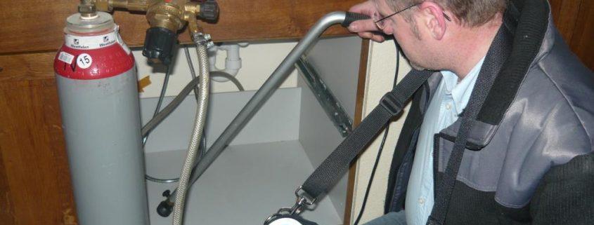 Leckortung bei einem Wasserschaden in der Küche